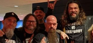 Jason Momoa, Aquaman, junto a Phill Anselmo en la despedida de Slayer